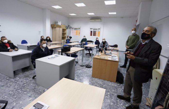 Capacitan en Torreblanca a 30 desempleados en energías renovables
