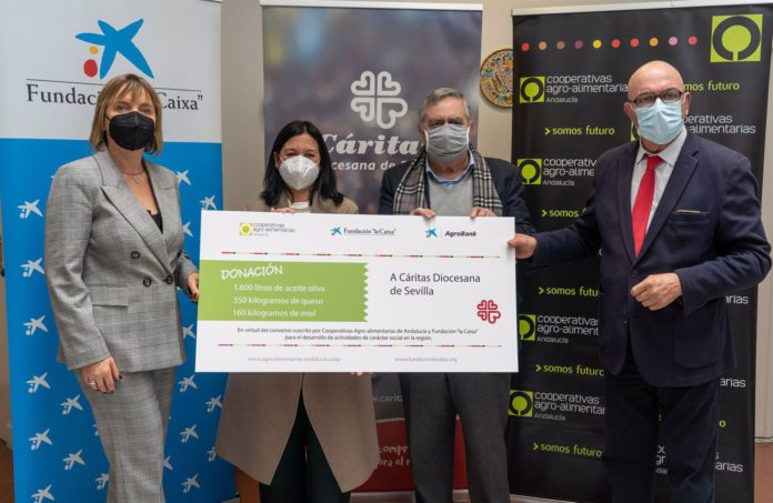 Donación de alimentos a Cáritas de Cooperativas Agro-alimentarias de Andalucía, Fundación La Caixa y CaixaBank
