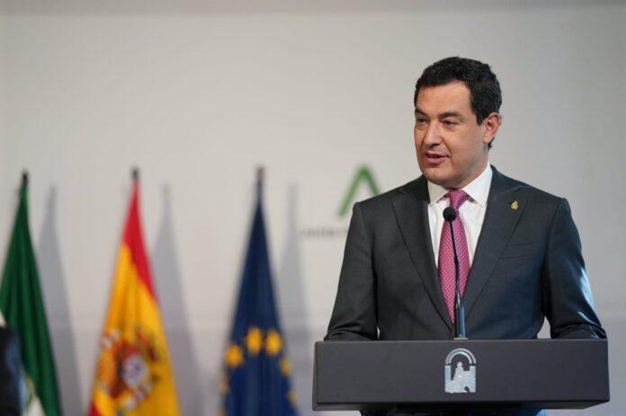El presidente de la Junta de Andalucía, Juanma Moreno, en su comparecencia pública tras la reunión del comité de expertos ante el coronavirus. / Foto: Junta de Andalucía.