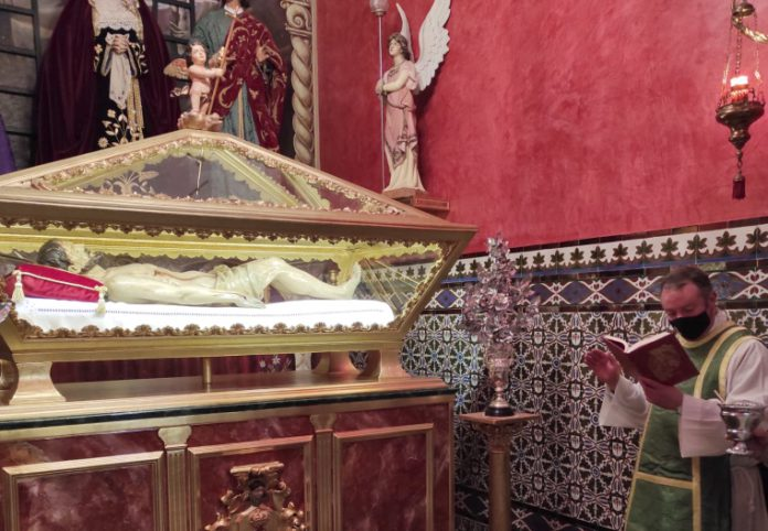 Nueva peana para el Santo Sepulcro del Santísimo Cristo de los Remedios de Castilleja de la Cuesta