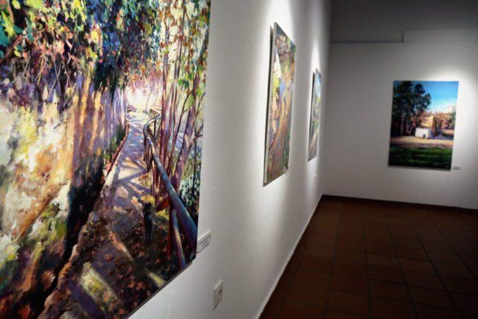 El pintor José Luis Valdivia expone su obra en Alcalá de Guadaíra.