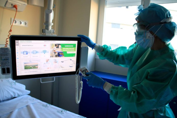 El Macarena produce vídeos de rehabilitación respiratoria a pacientes covid en aislamiento