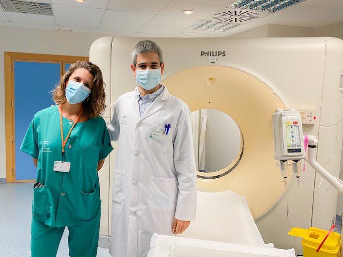 Un grupo de radiólogos y cirujanos del Hospital Universitario Virgen del Rocío demuestran que el TC de tórax puede servir para descartar la Covid.
