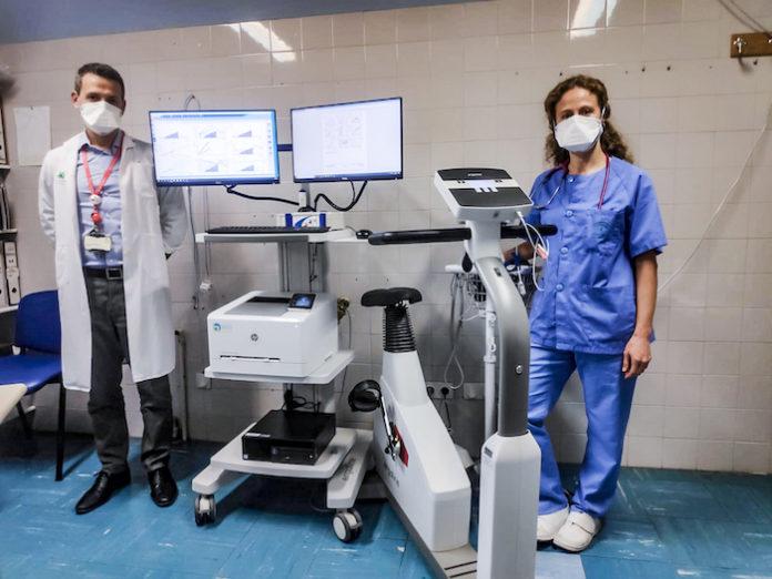 Cardiólogos pediatras incorporan un equipo que permite analizar la capacidad cardiopulmonar de los niños para mejorar su recuperación