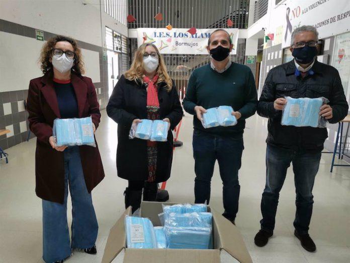 Entregadas 6.000 mascarillas a los institutos de Bormujos