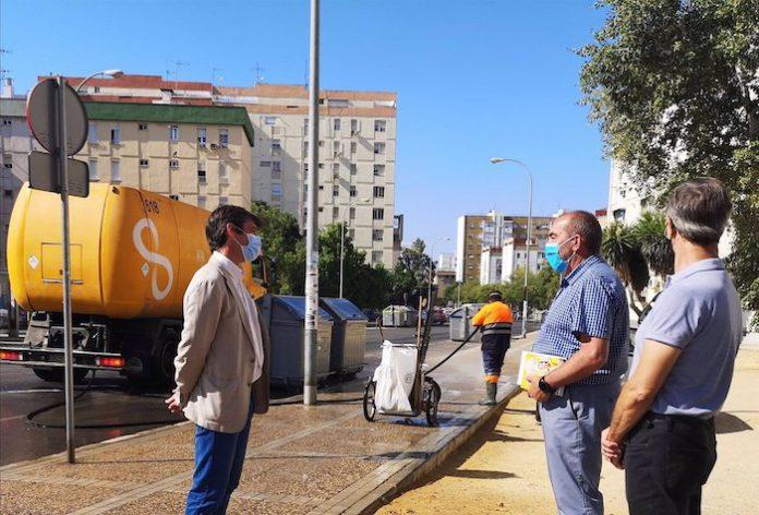 Lipasam inicia un nuevo plan de baldeo y desinfección de calles y puntos de manipulación de contenedores