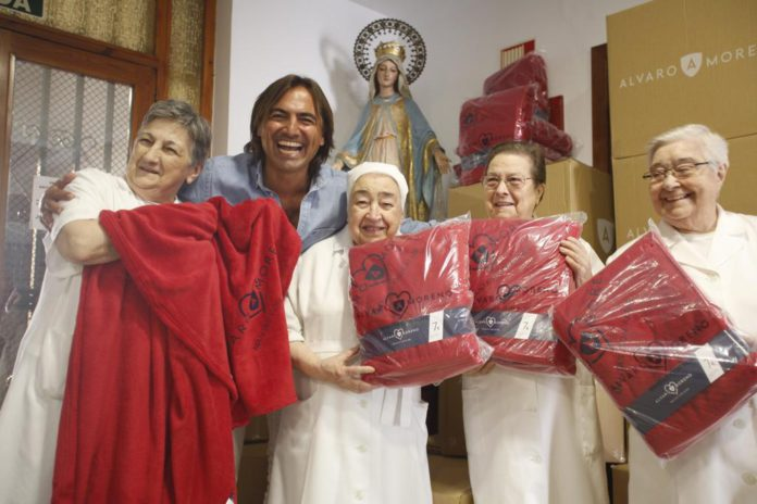 Las banderas de Andalucía galardonan al doctor Pérez Bernal, Álvaro Moreno, Blanca Manchón y Los Morancos, entre otras muchas entidades.