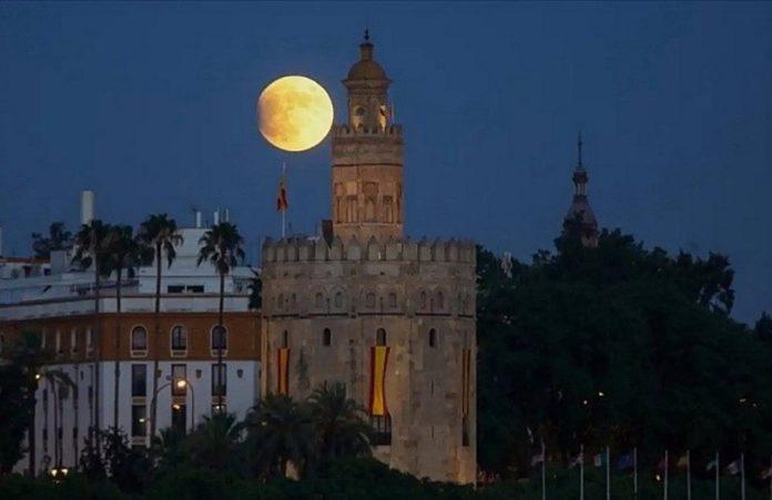 La Torre del Oro, 800 años de historia como baluarte, prisión, almacén y actualmente museo naval