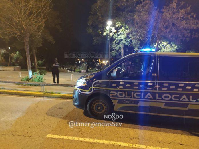 Dos mujeres, detenidas en Sevilla por agredir a un policía que desalojaba un local