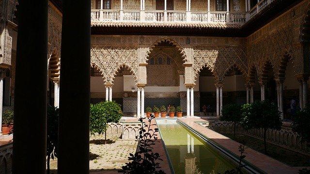Concluye la restauración de dos retablos del Alcázar