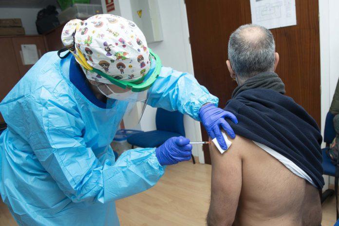Sevilla administra más de 64.500 vacunas Covid-19