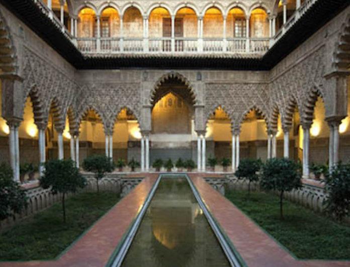 El Alcázar aprueba su plan de conservación de 2021 con previsión de actuar en fuentes, azulejos o el Apeadero