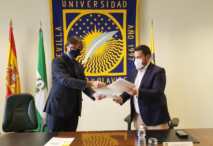 Gines renueva su compromiso con el Aula Abierta de Mayores de la UPO