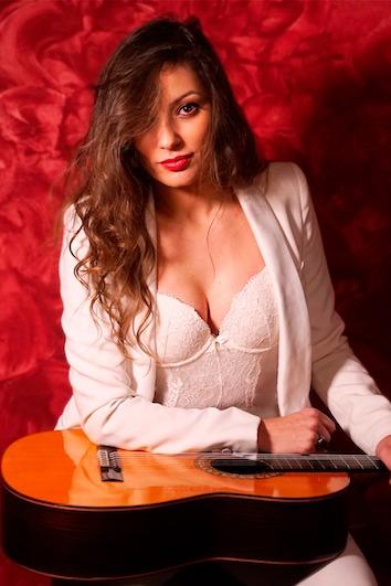 La mejor mujer guitarrista flamenca del panorama actual arranca sus directos en Sevilla