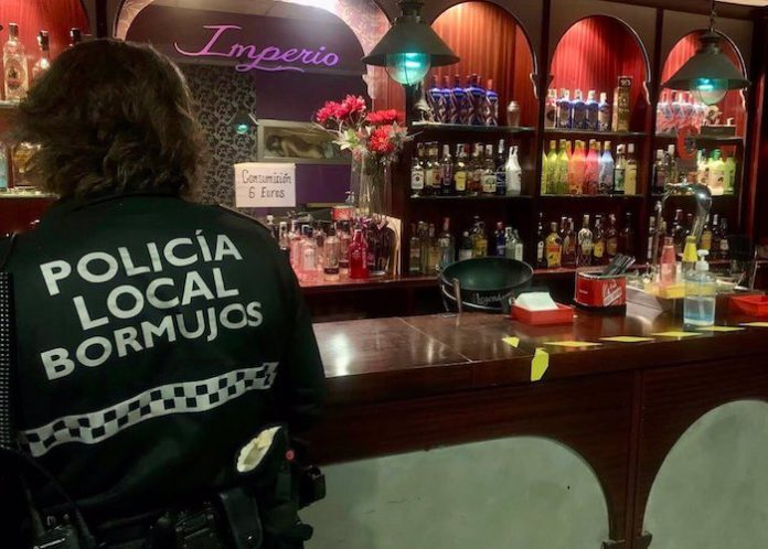 Clausuran en Bormujos un local de intercambio de parejas con 87 personas en su interior