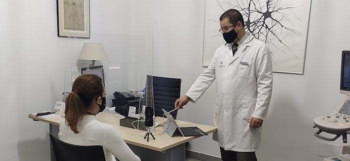 Más de 150 familias andaluzas participan en la primera sesión interactiva para afectados por Parkinson