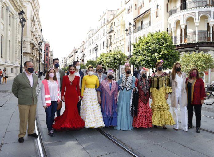 Dos exposiciones fotográficas por Sevilla apoyan a la industria de la moda flamenca