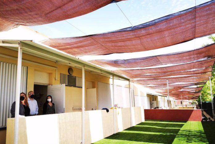 Bormujos instala toldos en los patios por aula de los colegios públicos para reforzar los grupos burbuja