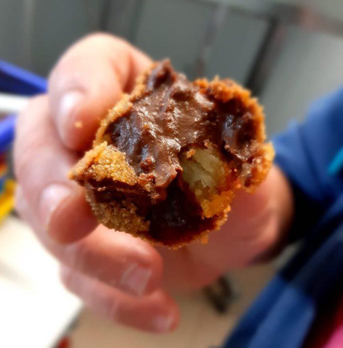 Llegan las croquetas de churros con chocolate para los más nostálgicos