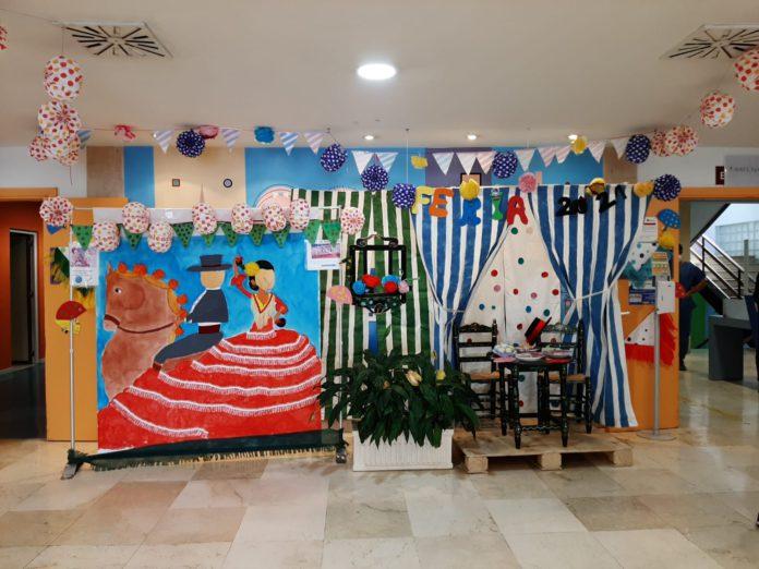 El hall del Hospital Infantil se viste de feria para hacer disfrutar a los pequeños