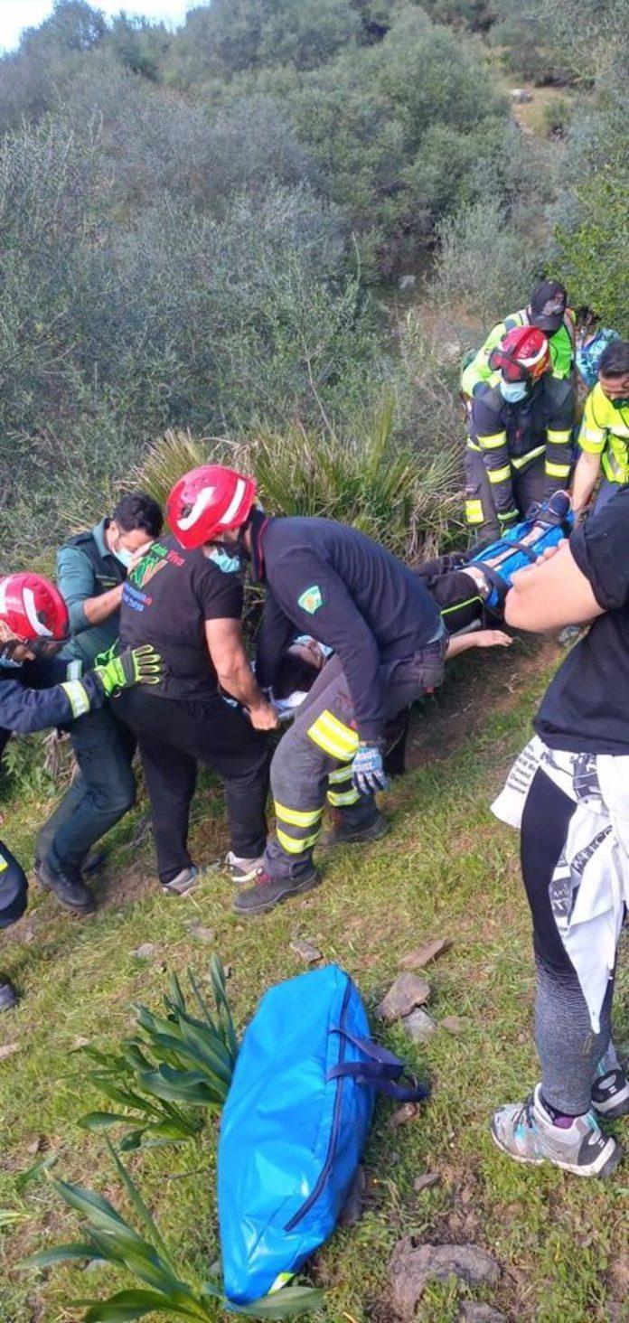 Rescatada en un paraje de Villaverde del Río una senderista accidentada