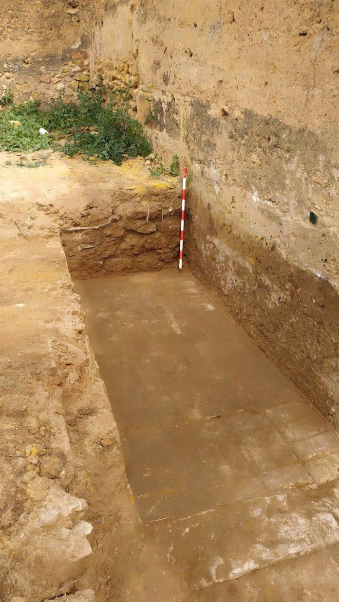 El estudio arqueológico de Torre Mocha del Castillo de Alcalá descubre estancias y pavimentos bajomedievales