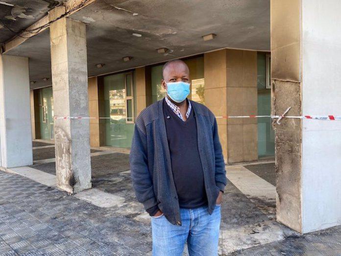 Sevilla.- Recaudan casi 10.000 euros para ayudar a un ciudadano senegales tras arder su puesto de venta en Los Remedios