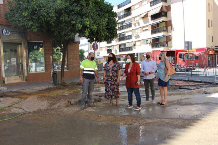 Con el objetivo de mejorar la accesibilidad y el tránsito peatonal y reorganizar las plazas de estacionamiento.