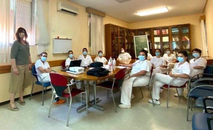 El Valme forma en disfagia a cerca de 200 profesionales de enfermería de Medicina Interna